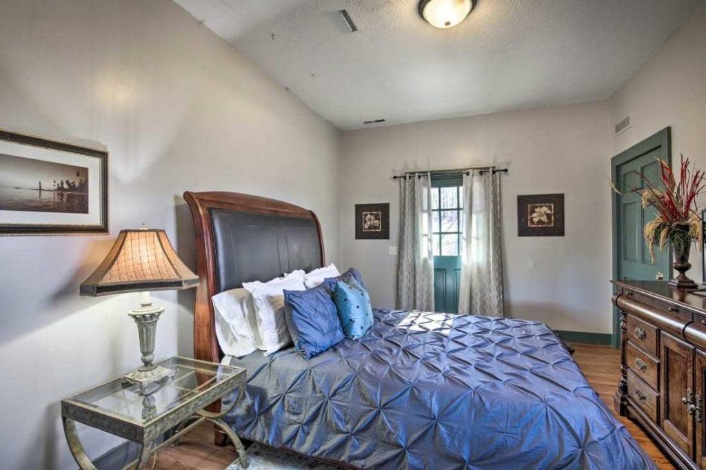 Vintner Cottage Bedroom 1